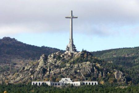 """El prior del Valle de los Caídos dice que el Gobierno """"nunca"""" le ha llamado para exhumar a Franco"""