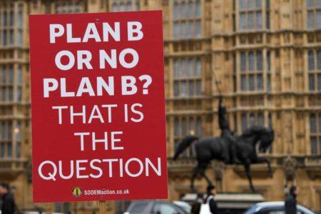 Bruselas advierte de que un Brexit duro obligará a establecer controles fronterizos en Irlanda