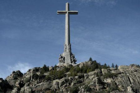 """El Vaticano no se inmiscuirá en la exhumación de Franco: """"Concierne a su familia y a la iglesia local"""""""
