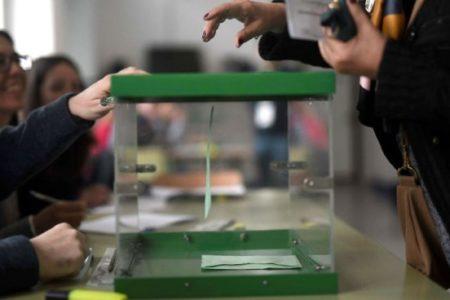 España y Reino Unido firman el acuerdo que permitirá a los británicos votar en las municipales