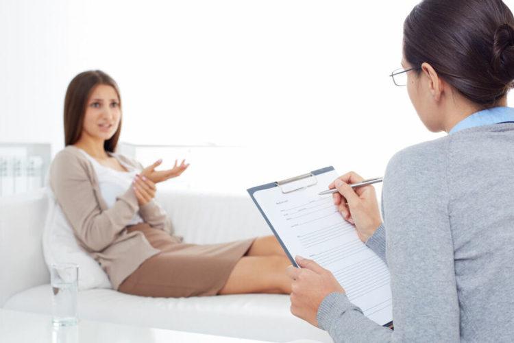 ¿Voy al psicólogo o al psiquiatra? Diferencias entre uno y otro para no equivocarte de consulta