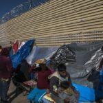 La desesperación se acumula en la frontera de México