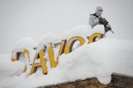 Davos se enfrenta a la nueva política con Bolsonaro como estrella