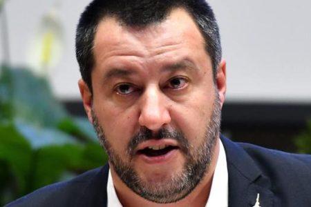 Salvini, contrario a suspender partidos por los ultras