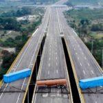 Los militares venezolanos bloquean un puente que Colombia quiere usar para trasladar ayuda humanitaria