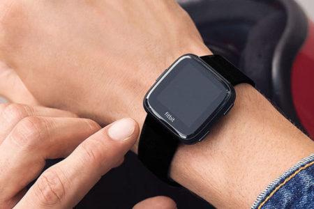 Alarma por las Fitbit y los Apple Watch: hacen ir a Urgencias a gente sana