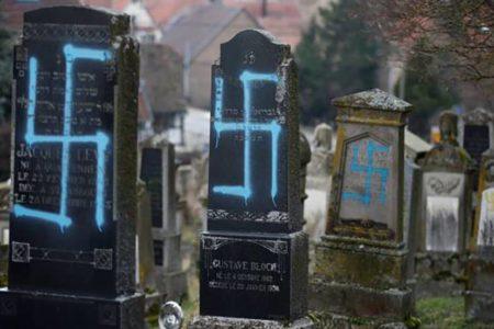 La profanación de 96 tumbas en un cementerio judío enciende las alarmas de los partidos en Francia