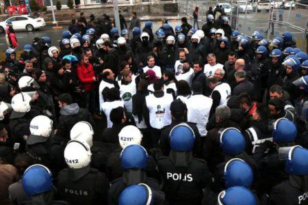 Decenas de detenidos en Turquía en las protestas por los 20 años en prisión del líder kurdo Öcalan