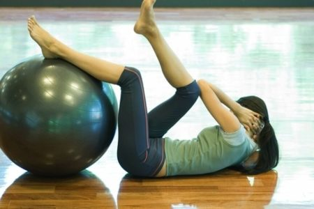 El peligro de los abdominales: estos son los ejercicios que debes hacer para tener un vientre plano