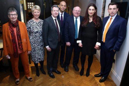 Siete diputados laboristas abandonan el partido por discrepancias con Corbyn