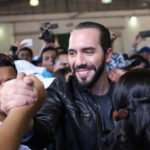 El 'tsunami Bukele' arrasa en El Salvador y se convierte en el presidente más joven