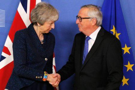 May viaja a Bruselas para tratar de reabrir el pacto con la UE sobre el Brexit