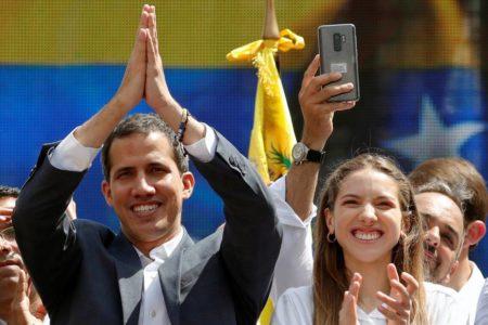 Guaidó exhibe fuerza en la calle para frenar la contraofensiva de Maduro