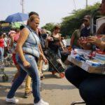 Puerta a puerta y a escondidas: así han llegado estos años las medicinas a Venezuela