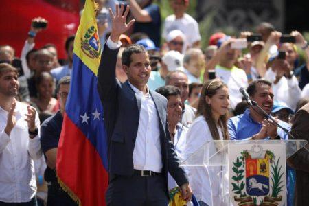 Guaidó se apoya en el ultimátum europeo y la ayuda humanitaria para debilitar a Maduro
