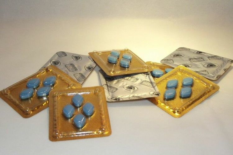 Un hombre, a punto de quedarse ciego por una sobredosis de Viagra