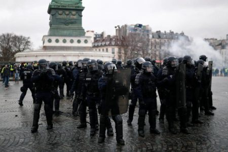 Francia endurece la legislación antidisturbios