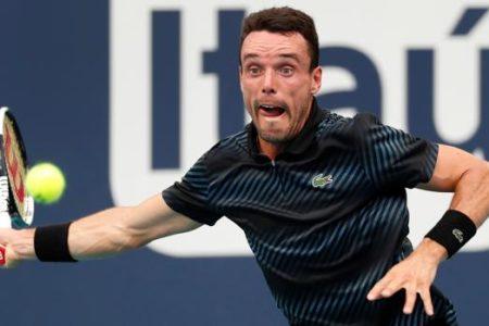 Bautista elimina a Djokovic y se planta en cuartos de final