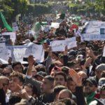 Decenas de miles de argelinos echan un pulso sin precedentes al régimen de Buteflika