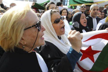 Las argelinas dan un paso al frente en la lucha contra el régimen de Buteflika
