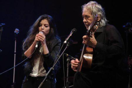 Un maestro cantautor para una pupila flamenca