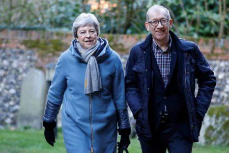 Los 'tories' duros se acercan al plan de May por el temor a un retraso del Brexit