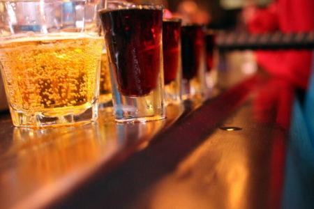 El peligro de las bebidas energéticas con alcohol: «Tiene un efecto parecido a mezclar con cocaína»