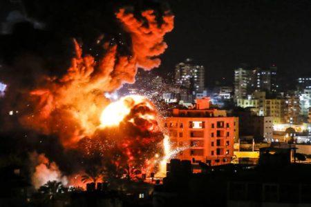 Israel bombardea Gaza en represalia por el cohete lanzado contra Tel Aviv