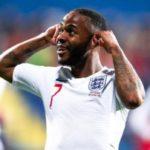 Sterling e Inglaterra condenan los actos racistas en Montenegro