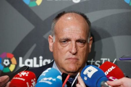 Tebas aconseja a Piqué «un cursillo de economía del fútbol»