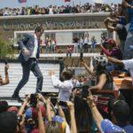 Guaidó eleva la presión con una gira por Venezuela que arrancó de forma masiva