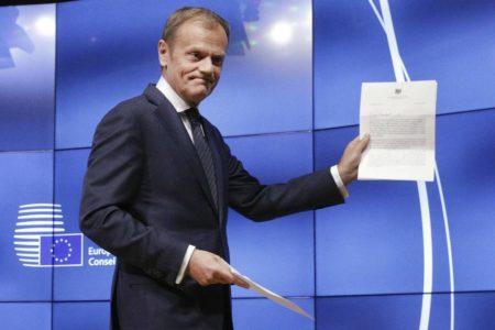 Tusk busca el apoyo de Berlín y París para aplazar el Brexit hasta 2020