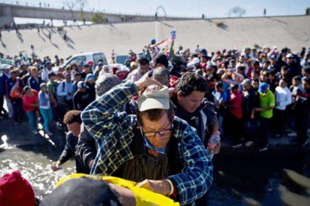Estados Unidos vigiló a periodistas que cubrían la caravana migrante