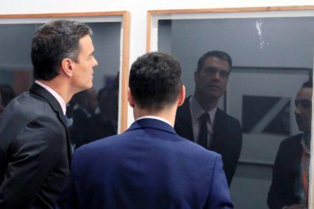 El presidente Sánchez apoya el arte contemporáneo en una multitudinaria visita a Arco