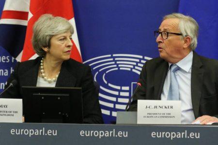 Así es el efímero acuerdo que Juncker y May alcanzaron en Estrasburgo