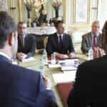 Macron prohíbe manifestarse en los Campos Elíseos y despide al jefe de la policía en París