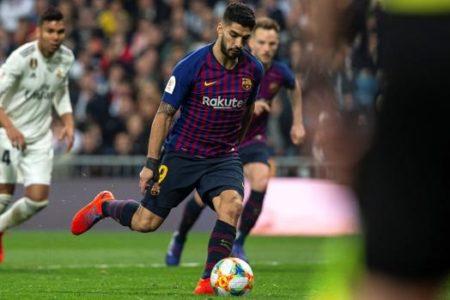 Revolución en el fútbol: no se permitirá rematar los rechaces en los penaltis
