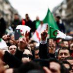Macron mantiene silencio ante las protestas contra Buteflika en Argelia