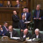 El Parlamento prohíbe a May que presente por tercera vez su plan del Brexit si no introduce cambios
