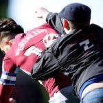 Salvaje agresión de un ultra a un futbolista en el Birmingham – Aston Villa