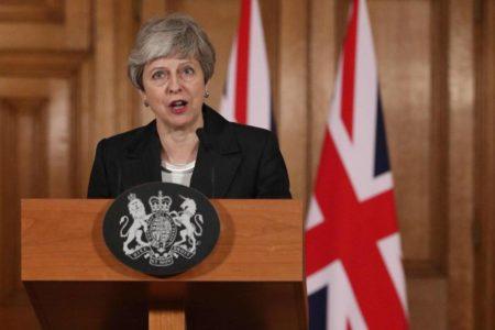 El arranque populista de May enfurece a los diputados
