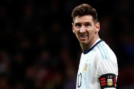 Argentina cae ante Venezuela y Messi termina lesionado