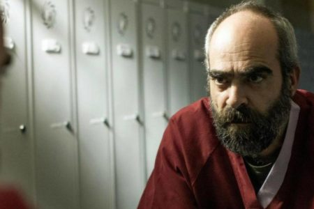 Así se complica la vida Luis Tosar en 'Quien a hierro mata', de Paco Plaza