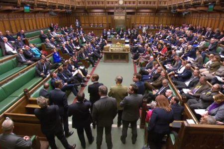 Así te hemos contado el rechazo del Parlamento británico a las alternativas al plan de May para el Brexit