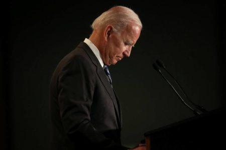 Biden promete ser más respetuoso en su comportamiento con las mujeres