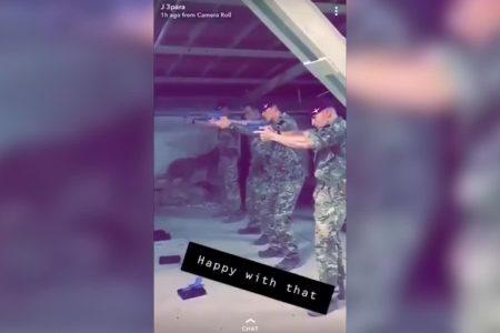 La tensión del Brexit: un vídeo muestra a soldados británicos disparando a una fotografía del laborista Corbyn