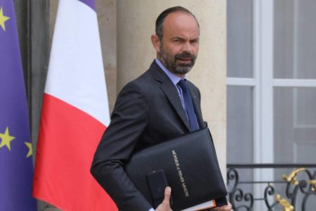 Macron ensaya método: más poder para el primer ministro y el Gobierno