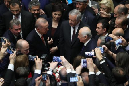 La pérdida de importantes ciudades en las elecciones abre grietas en el partido de Erdogan