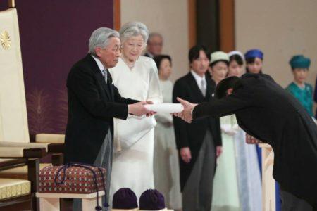 Abdica el emperador Akihito de Japón