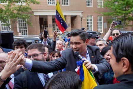 El equipo de Guaidó en Washington toma el control de la Embajada venezolana tras 37 días de ocupación